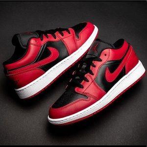 "Air Jordan 1 Low ""Reverse Bred"" Size 7Y Or 8.5 W"